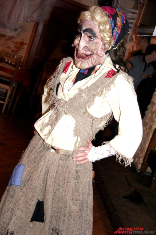 Образ Бабы-Яги - один из трендов в клубных вечеринках, посвященных Хэллоуину.