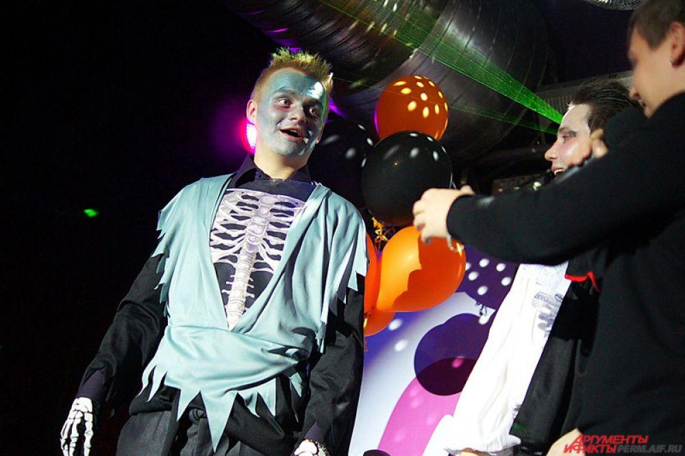 Стоит отметить, что в клубах проводятся конкурсы на лучший костюм на День всех святых.