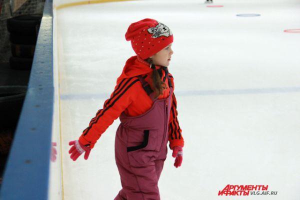 Дети в возрасте 4-5 лет на занятия ходят тепло одетыми.