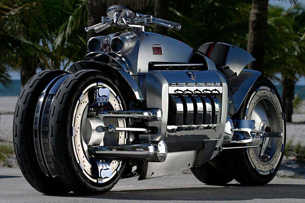 Чемпионом среди супербайков уже несколько лет является несерийный концепт компании Dodge под названием Tomahawk. «Томагавк» имеет десятицилиндровый V-образный  двигатель от Dodge Viper объемом в 8,3 литра. Мощность мотора – 500 лошадиных сил. Байку требуется меньше 2,5 секунд, что разогнаться до сотни. Максимальная скорость – 480 км/час.