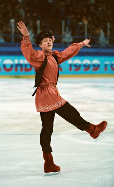 В 1999 году Плющенко снова берет золото чемпионата России, но на мировом первенстве, как и на Евро, он только второй. В 2000-м Евгений побеждает во всех соревнованиях, в которых принимает участие, кроме одного – снова остается недосягаемой вершина чемпионата мира. Плющенко останавливается лишь в шаге от триумфа.
