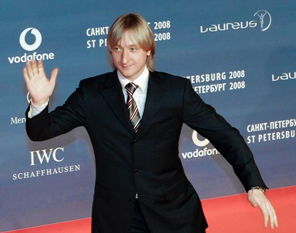 В 2007 году Плющенко прерывает спортивную карьеру и становится депутатом Законодательного собрания Петербурга от партии «Справедливая Россия».