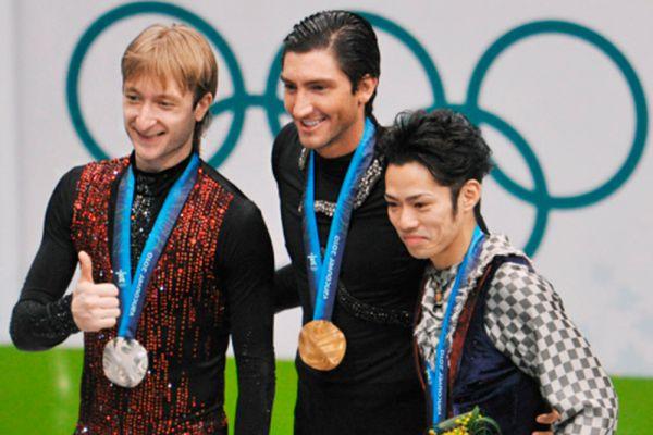 В 2009 году Плющенко возвращается в фигурное катание. Но на Олимпиаде в Ванкувере в 2010 году завоевывает только серебряную медаль, уступив победителю, американцу Эвану Лайсачеку, 1,31 балла. Сам Плющенко и многие специалисты считают такой итог несправедливым.