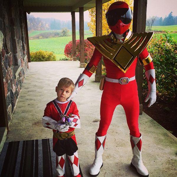Джастин Бибер – могучий рейнджер из американского телесериала. Новоиспеченный герой готов защищать мир от злодеев