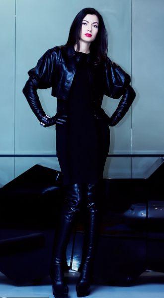 Александра Червоненко – дочь известного политика, бывшего заместителя мэра Киева. Окончила Лондонский университет, где изучала бизнес и финансы. Сейчас Александра руководит папиной фирмой «Червоненко Рейсинг» и ивент-агентством, которое организовывает частные мероприятия. Открыла бутик элитной одежды Bоgner