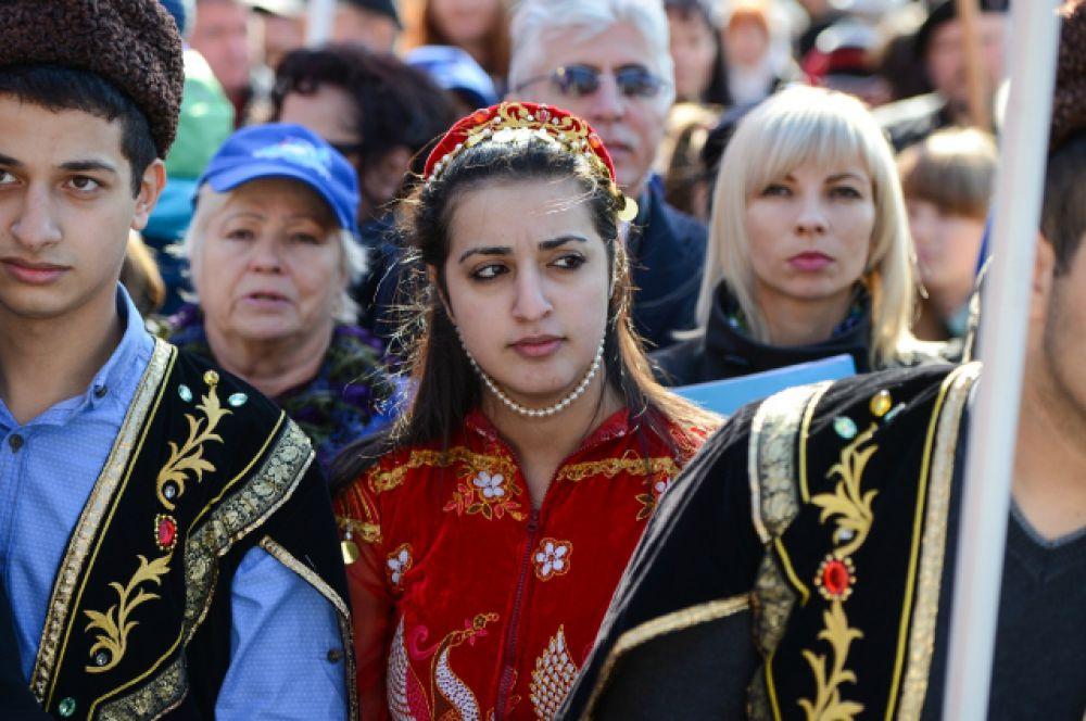 Костюмы были разных народов, населяющих Приморье.