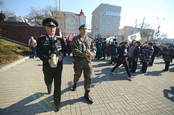 Завершился митинг торжественной закладкой капсул с землёй из городов-героев - Курска и Санкт-Петербурга.