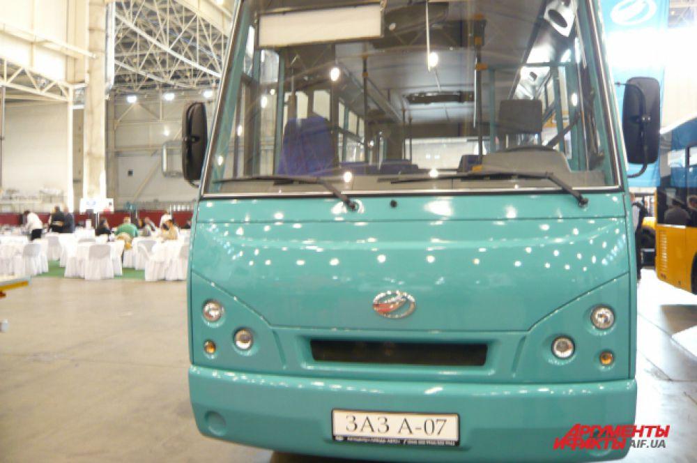 Полная масса пригородного автобуса от ЗАЗ составляет 7,7 т