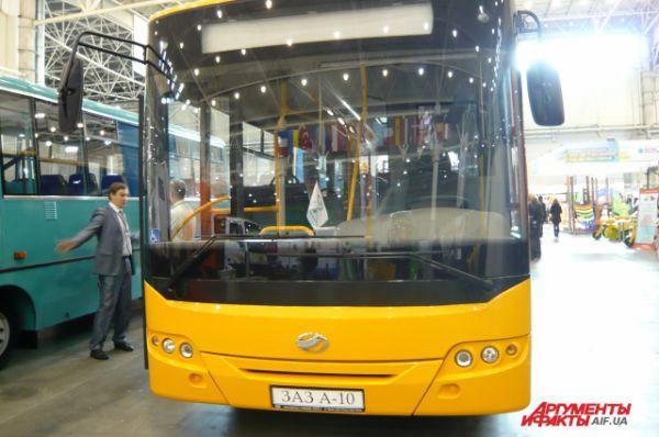 Туристический автобус А10L50 стоит примерно 900 тыс. грн