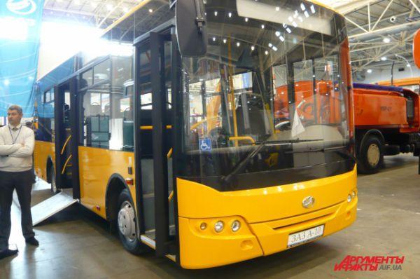 Ширина автобуса – 2,42 м