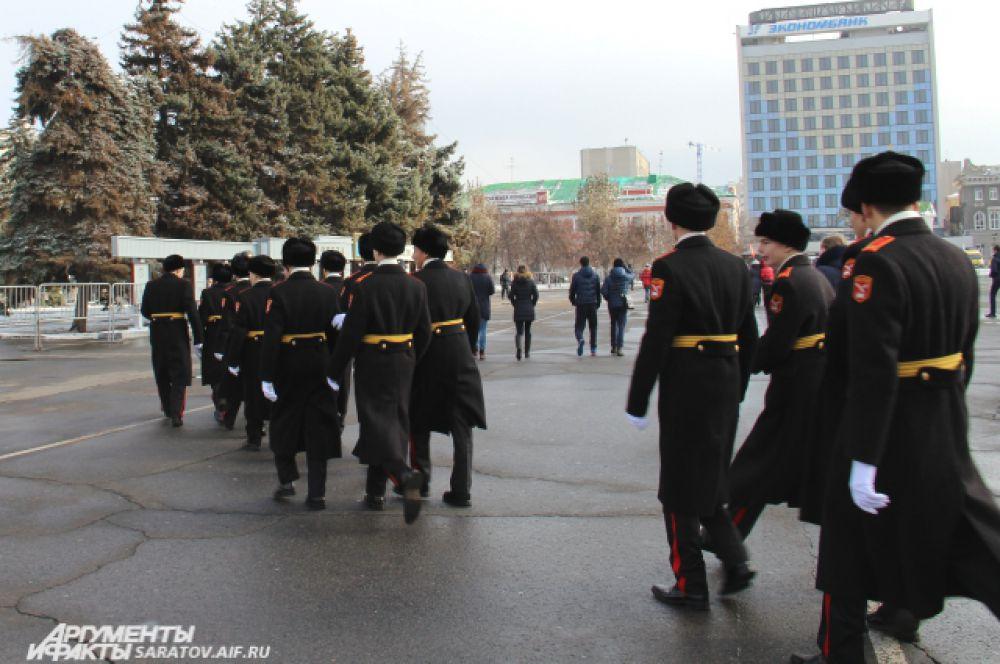 Стройными рядами кадеты покидали площадь.
