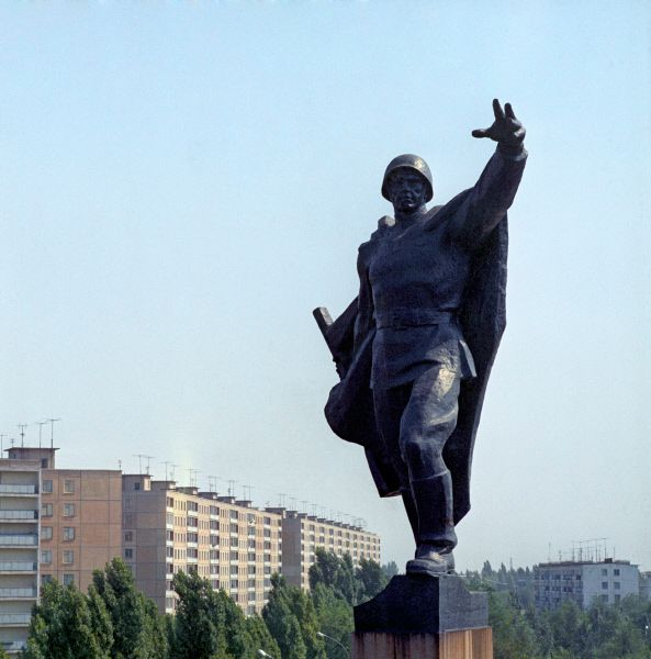 Памятник воинам-освободителям на Днепропетровской улице в Кривом Роге.