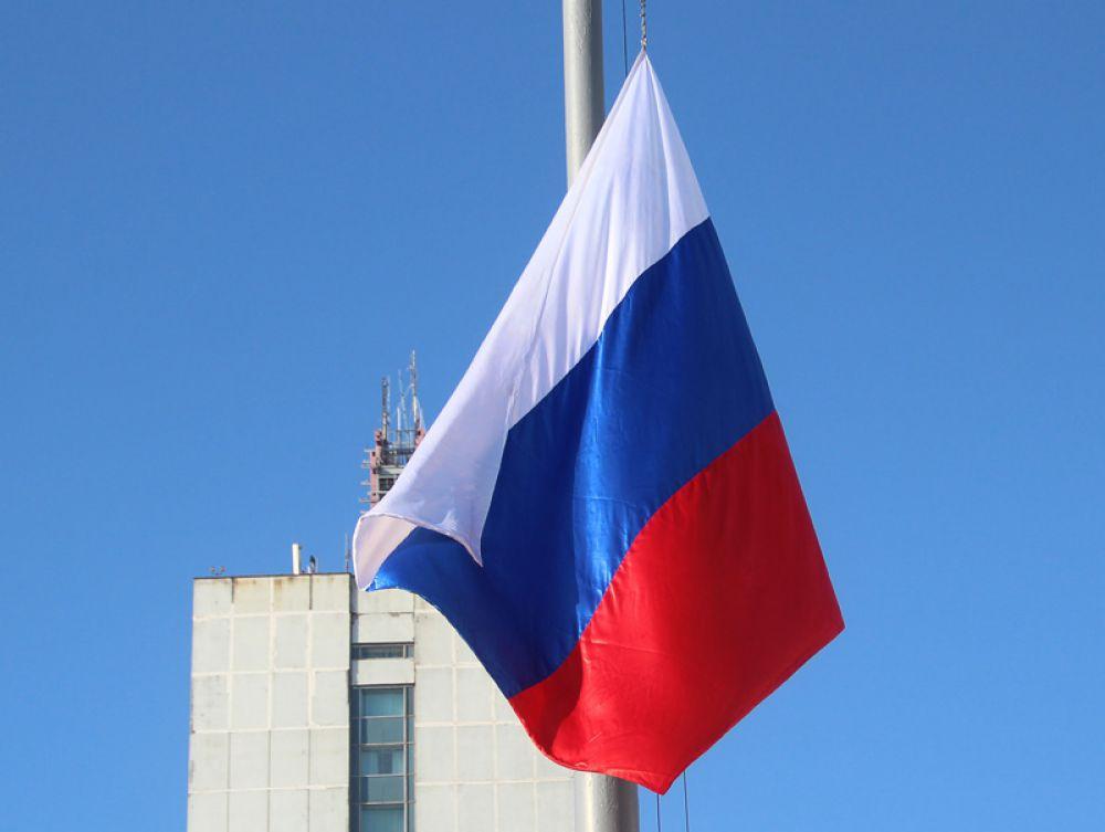 После поднятия государственного флага народ разошёлся по домам и многочисленным мероприятиям