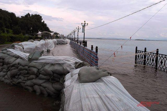 Центральная набережная Хабаровска во время паводка