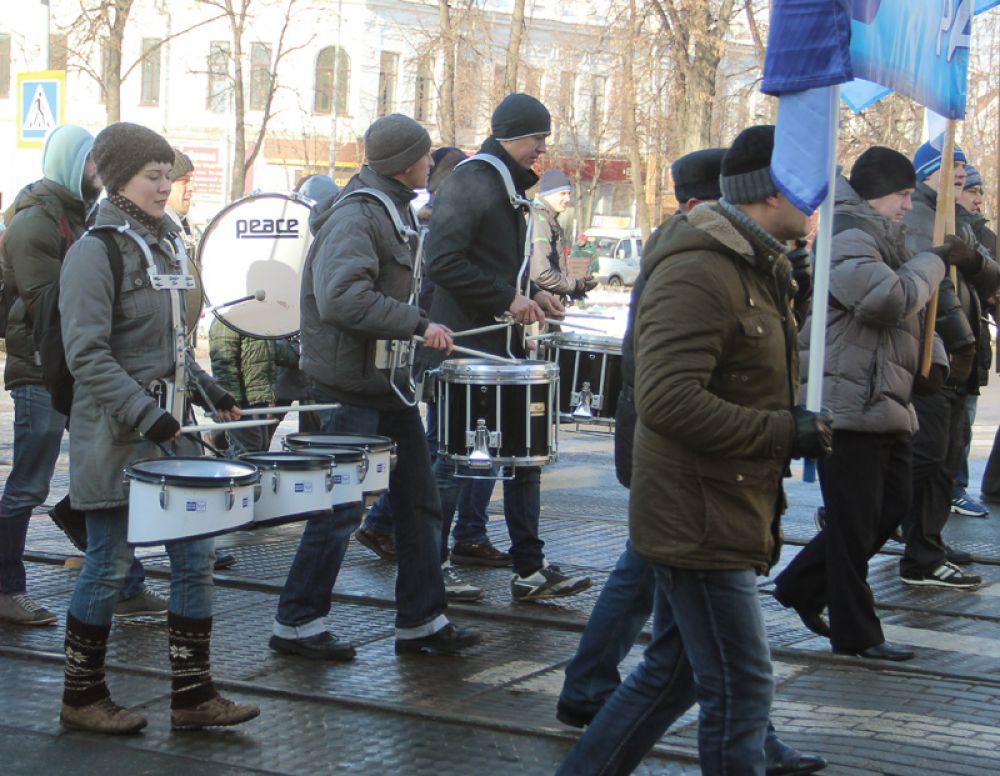 Ритм отбивали барабанщики