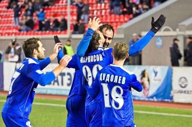 На этот раз победу отмечали футболисты «Сибири».