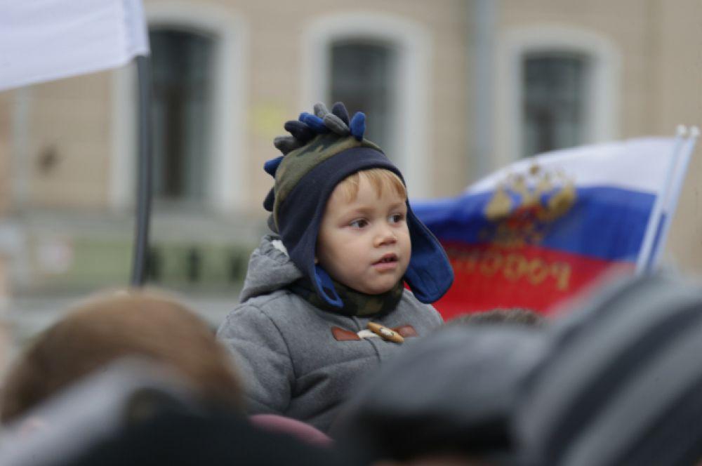 Торжественный митинг в северной столице России прошел прошел у БКЗ «Октябрьский».