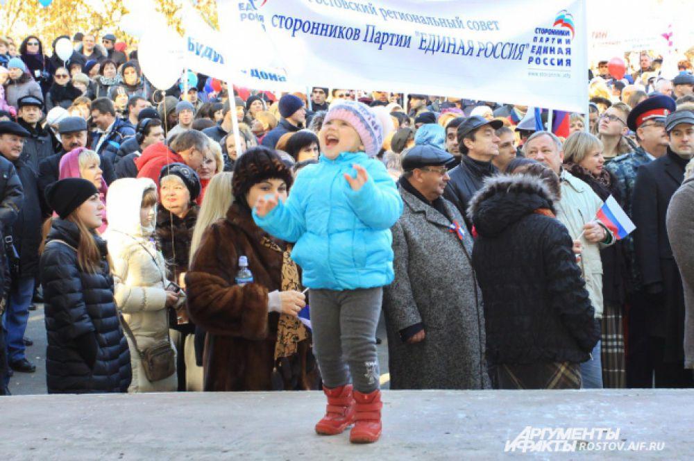 Ростовчане продемонстрировали единение, поддержку политики руководства страны, патриотизм и преемственность поколений, веками строивших сильную Россию.