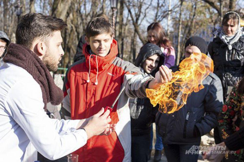 4 ноября на Крепостной горе жители Ставрополя приняли участие в акции «Один гимн – одна страна», посвященной Дню народного единства.