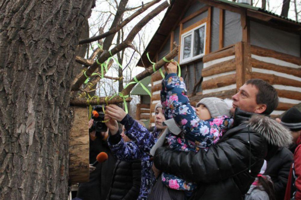 Оренбуржцы праздновали в парках.