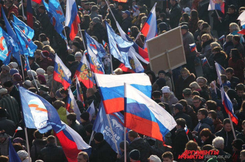 В Смоленске отметились праздничным шествием.