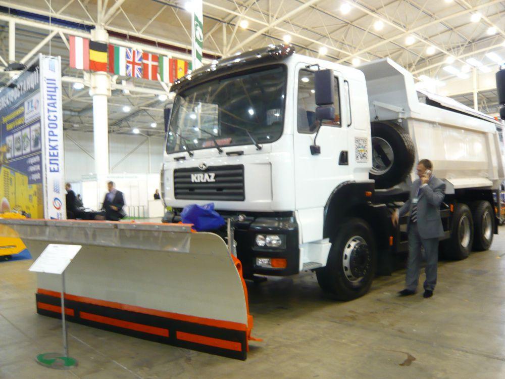 Коммунальная дорожная машина на базе самосвала КрАЗ-7511 С4