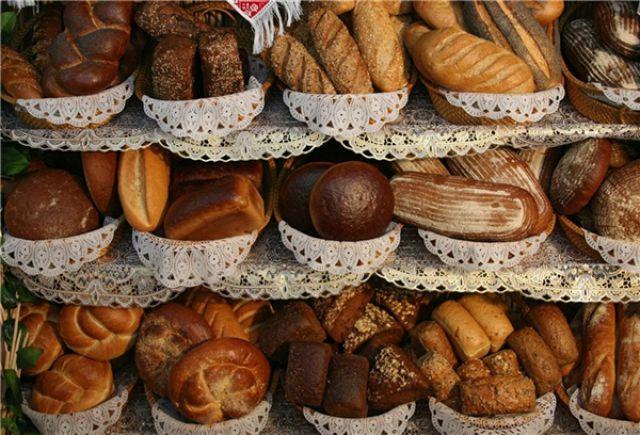 В день нужно съедать 300 г хлеба