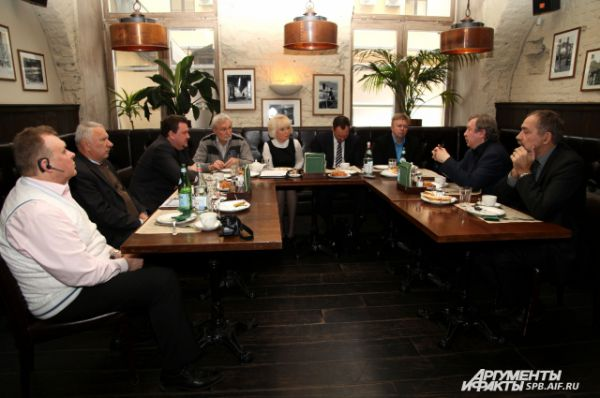 Среди участников дискуссии – крупнейшие перевозчики, представители комитета по благоустройству, мусороперерабатывающего завода, экологической общественной организации.