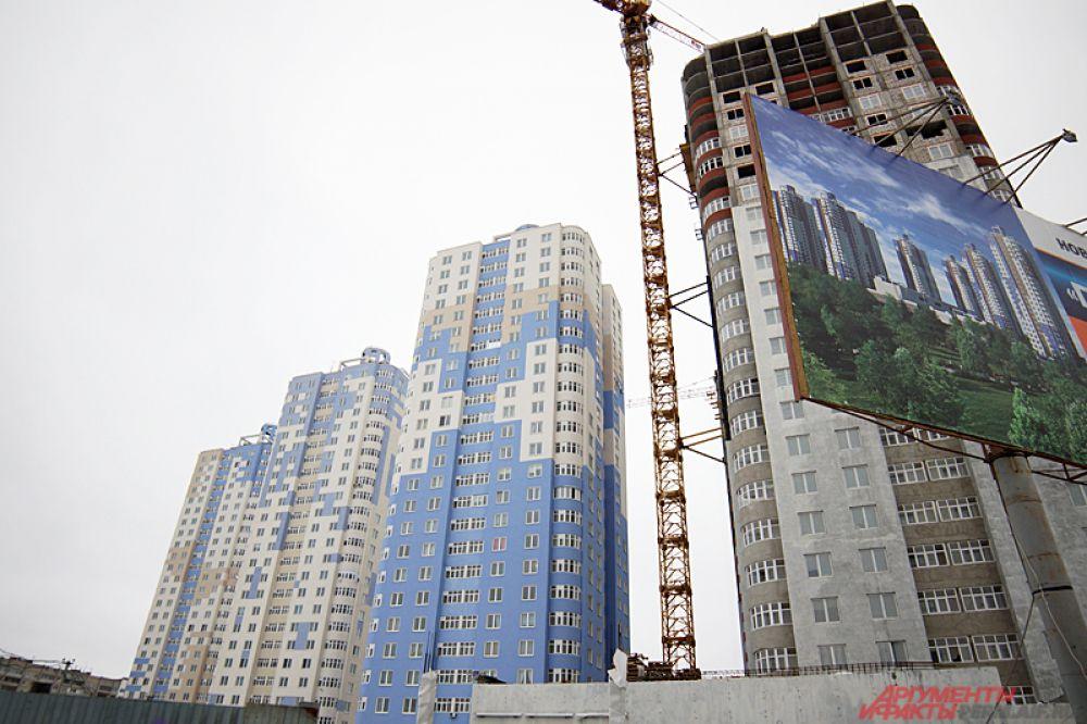 До недавнего времени рейтинг высотных домов Перми возглавляла гостиница «Жемчужина» высотой 89 метров.  Однако ЖК на Иве обогнал конкурента на полметра