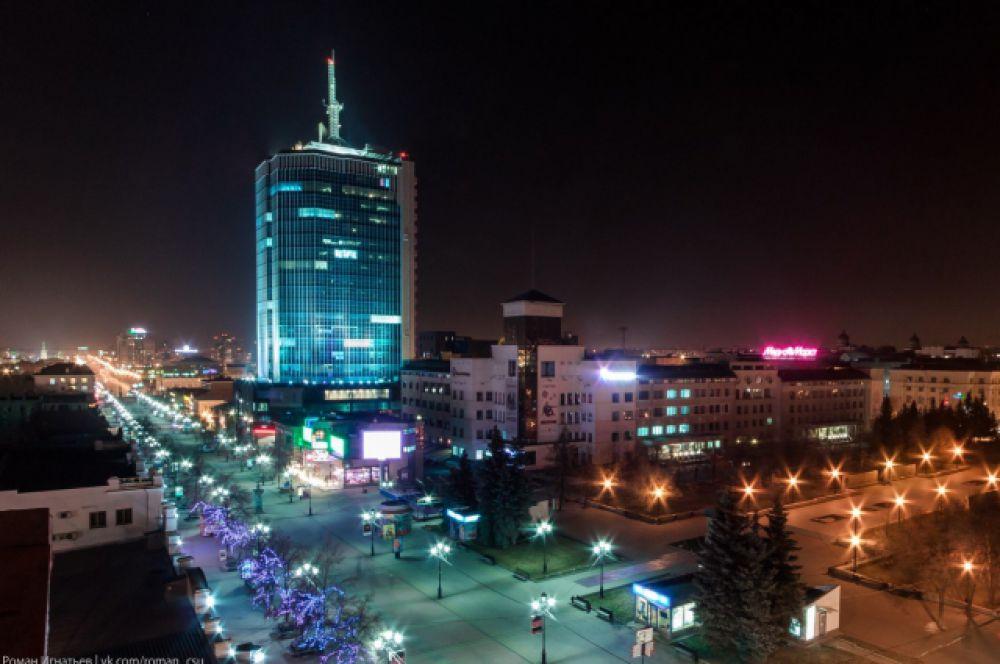 Самым высоким зданием в Челябинске и на Южном Урале с 2007 года является деловой центр на Кировке «Челябинск-Сити». Его высота вместе со шпилем составляет 111 метров, всего в сооружении 23 этажа