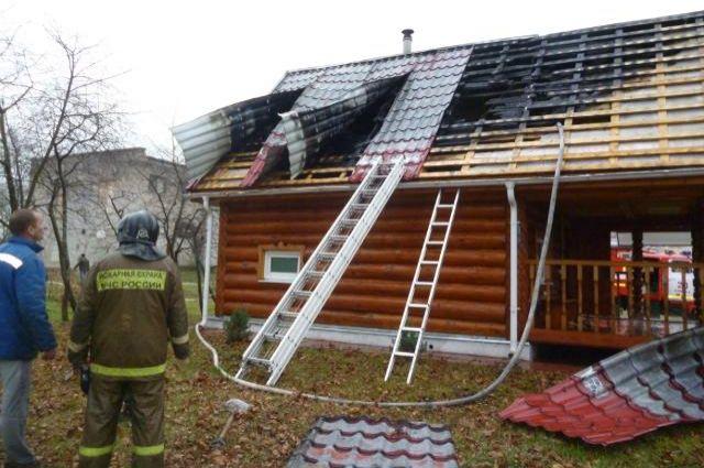Сгоревшая баня в деревне Подборовье