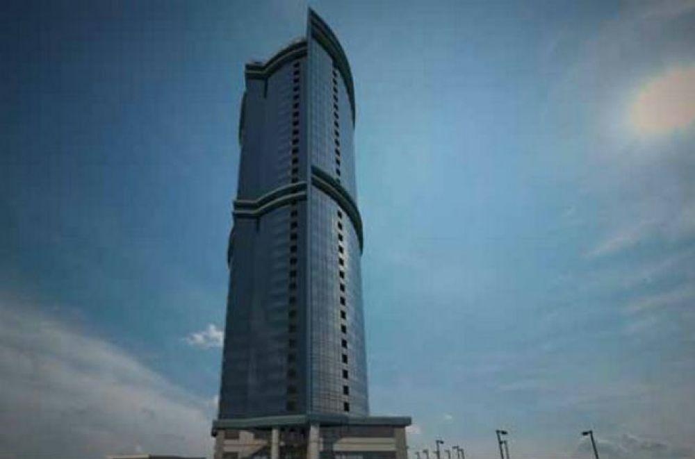 Самым высоким зданием в Казани является небоскреб «Лазурные небеса», его высота около 122 метров