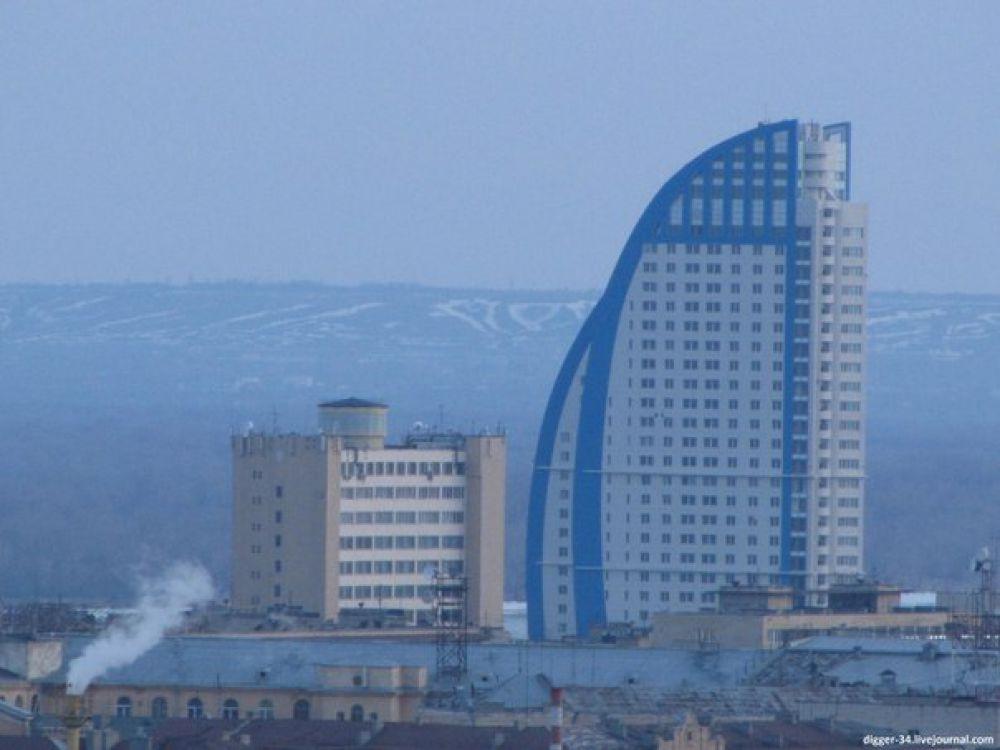Самыми высокими зданиями в Волгограде на данный момент считаются две башни жилого комплекса «Волжские паруса» в 32 и 28 этажей