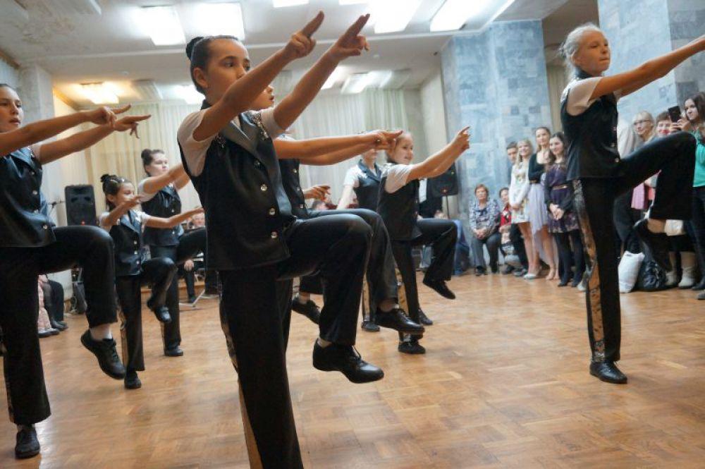 А юные гости танцевали под композицию Майкла Джексона