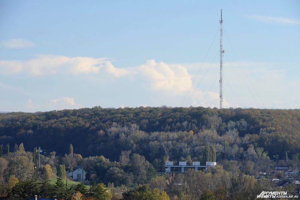Адыгейскую телевышку построили в апреле 1981 г. Высота её - 200 метров
