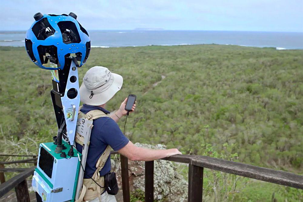 Как снимают Google Street View? Сначала команда приезжает на место съемки, которое планируется разместить на Google Картах. Чтобы получить качественные фотографии, в Google тщательно выбирают место и время съемки, учитывая погоду, плотность населения и другие факторы.