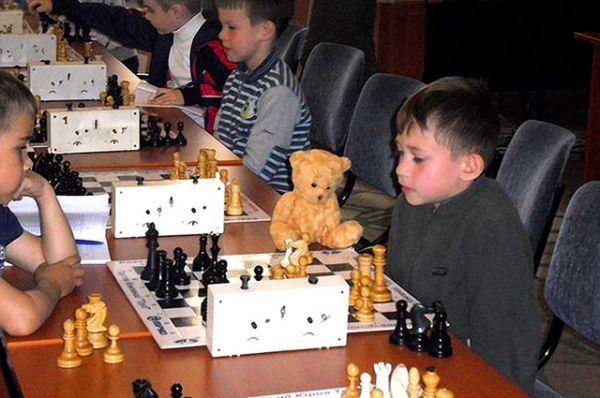 Участник №32. Первоклассник Комаров Тимофей: Мой первый шахматный турнир. Было очень тревожно и волнительно. Поэтому я взял своего лучшего друга