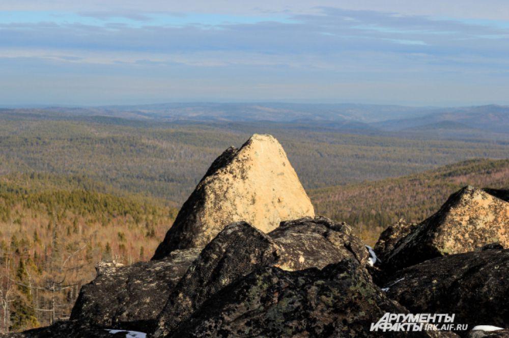 Зато с высоты открываются панорамные виды на Олхинское плато и и Хамар-Дабан.