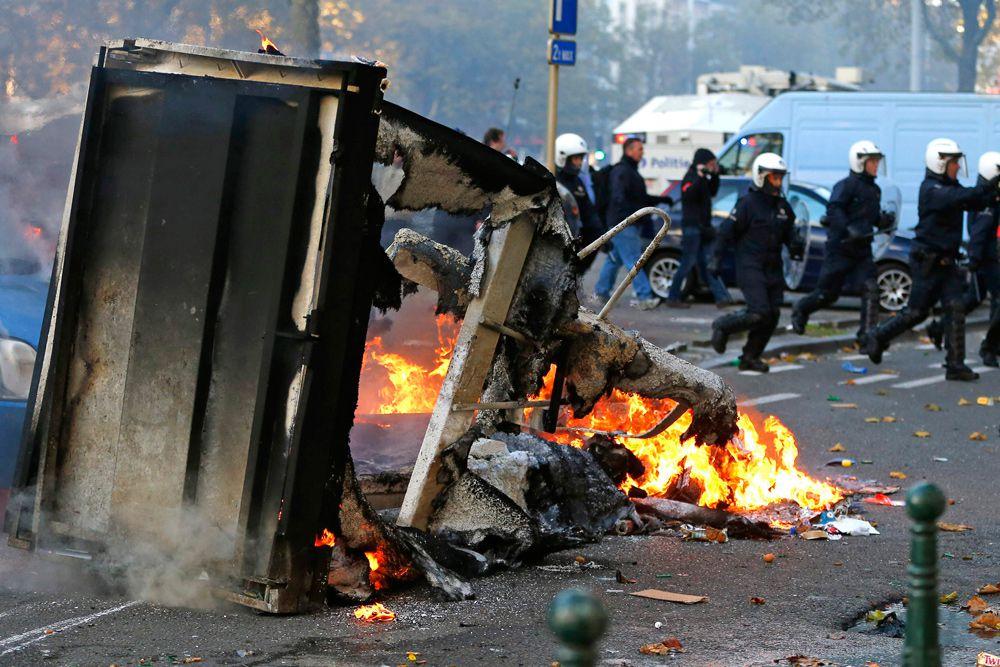 «Правительство намерено уважать и сомнения, и выражение гнева. Однако, эти реформы необходимы, чтобы обеспечить будущее нашей социальной модели» - цитирует выступление премьер-министра Бельгии Шарля Мишеля в парламенте бельгийское издание Levif.be.