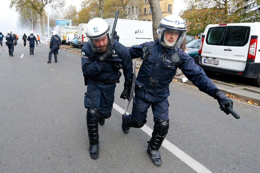 Массовое шествие в Брюсселе открыло месячную кампанию, начатую бельгийскими профсоюзами против правящей правительственной коалиции.