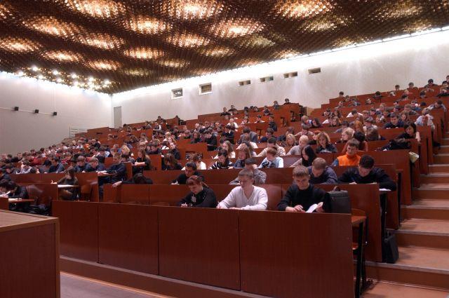 Для омских студентов провели лекцию.
