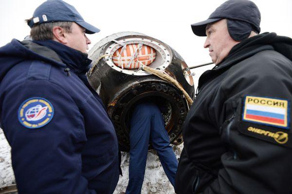 Сураев и Самокутяев также выходили в открытый космос по программе российского сегмента МКС. Во время «космической прогулки» они, в частности, выполнили ряд задач по экспериментам «Экспоуз-Р» и «Тест», а также сфотографировали поверхность орбитальной станции, чтобы затем специалисты смогли оценить ее состояние.