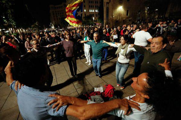 Испанские социологи утверждают, что сейчас в Каталонии число сторонников и противников независимости примерно равное, с небольшим перевесом в сторону сепаратистов. Сторонники независимости считают, что эти данные существенно занижены, и реальное число тех, кто хочет отделения от Испании, куда больше.