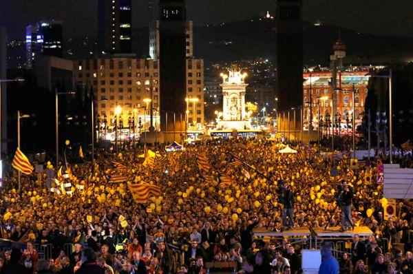 Для начала запрет на проведение референдума наложил испанский парламент, затем то же решение вынесли Конституционный и Верховный суды Испании.