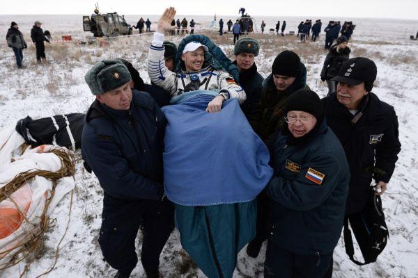 Член основного экипажа 40/41 экспедиций на МКС Александр Герст (Европейское космическое агентство) после посадки в Казахстане.