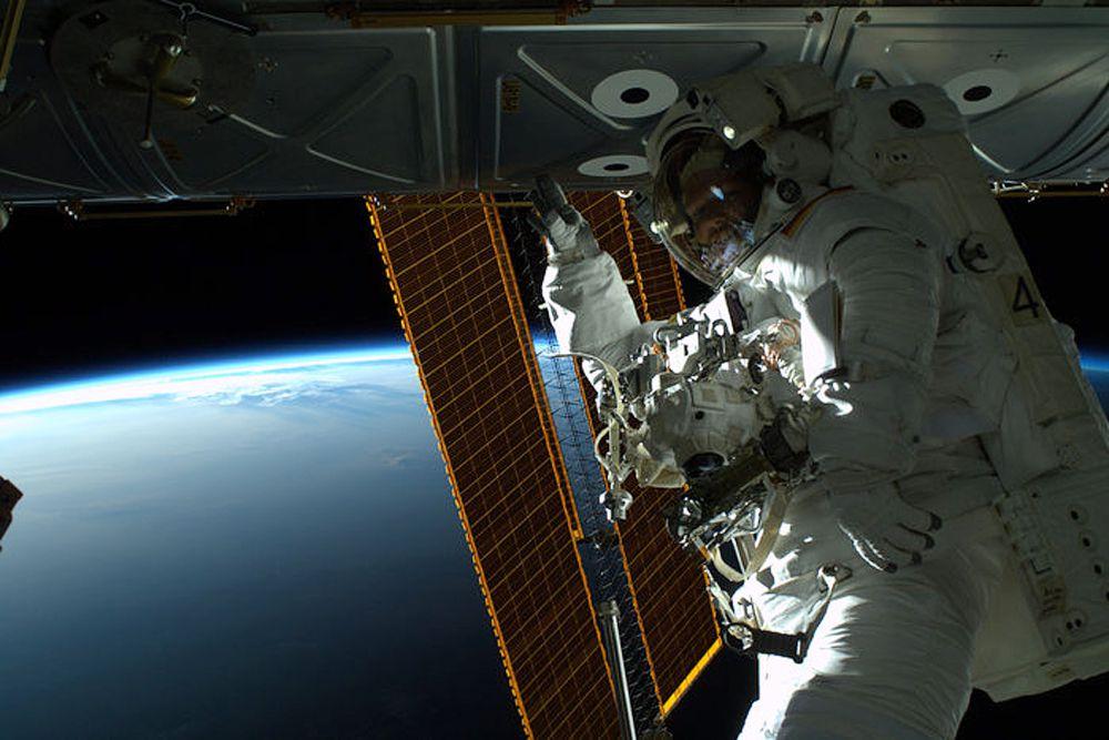Российский космонавт Максим Сураев, астронавт NASA Рид Уайзман и астронавт Европейского космического агентства Александр Герст работали на орбите около 170 суток.