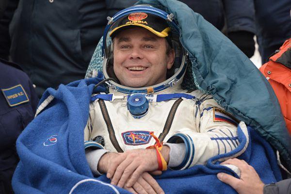 Член основного экипажа 40/41 экспедиций на МКС, космонавт Роскоскмоса Максим Сураев, после посадки в Казахстане.