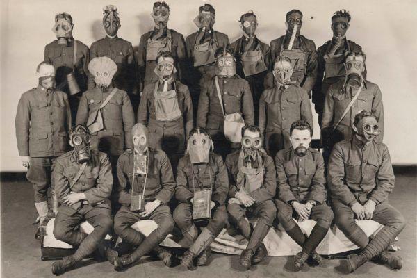 Солдаты армии США в противогазах. 1919 год.