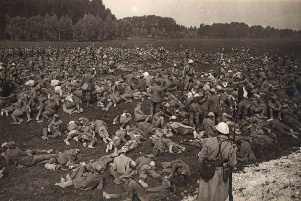 Пленные немецкие заключенные на Западном фронте. 1 августа 1916 года.