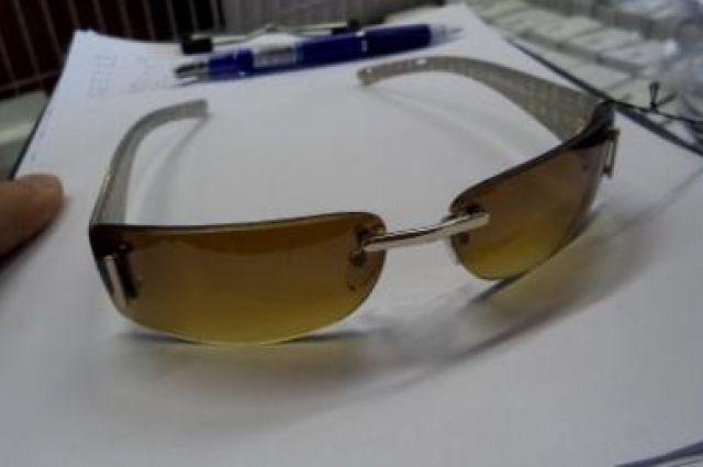 Конфискованные очки очень похожи на оригинал.